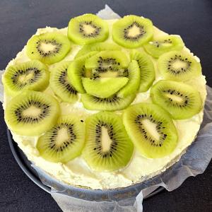 Lees meer over het artikel Kiwi kwarktaart (no bake)